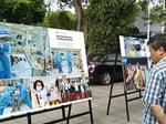 Photo exhibition reviews VN's fight against pandemic