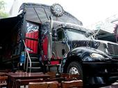 In HCM City, Container truck becomes café