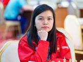 Hưng wins women's blitz category in chess open