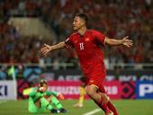 Star striker Đức inspires young footballers