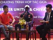 Dwight Yorke urges Vietnamese players to test themselves abroad