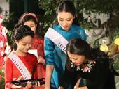 Traditional áo dài in the spotlight
