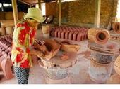150-year-old pottery village still uses traditional methods