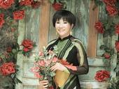 Vietnamese-American songtress Lệ Thudies