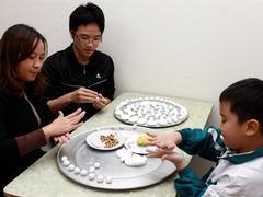 Vietnamese honour ancestors with sticky rice balls
