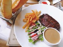 Let's 'meat' at La Grupa Steak House