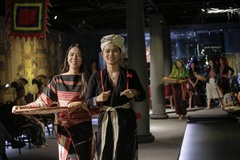 VN fashion pioneer works to preserve history
