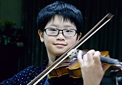 Boy 'genius' wins Thai music award