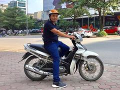 Ha Noi man offers motocycle rides to work for free