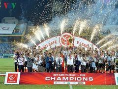 Hà Nội lift V.League 1's trophy