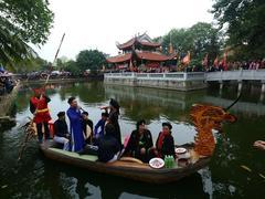 Visitors flock to hear love duets in Bắc Ninh