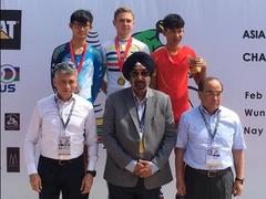 Nghĩa takes Asian cycling bronze medal