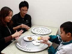 Vietnamese honour ancestors with sticky rice balls