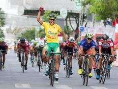 Tân wins stage, still leads cycling tournament