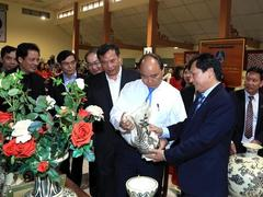 PM visit to Chu Đậu ceramic village: Extolling and promoting the 'golden hand' artisans