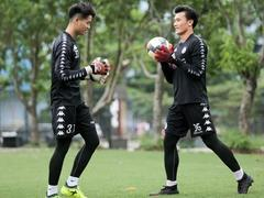 Hà Nội extends contract with keeper Long, Dũng's future unclear