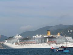 Tourists flock to coastal, Central Highlands provinces during Tết