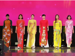 Traditional long dresses promoted in South Korea