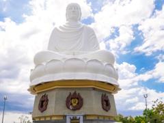Nha Trang: pretty beaches and big Buddhas