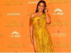 Beyoncé in Công Trí's dress at Lion King premiere