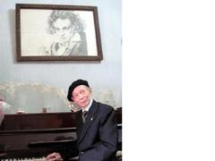 FVH hosts talk at home with 'Beethoven of Việt Nam'