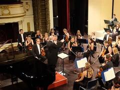 UK's oldest orchestra performs at Hà Nội Opera House