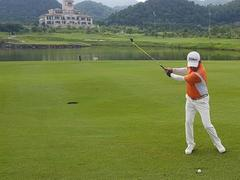 Golf tournament to raise funds for poor families in Bến Tre