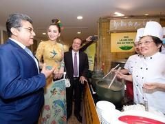 Famous phở chefs amaze guests at gala night