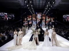 VN designers'collections wow guestsat Int'l Fashion Week