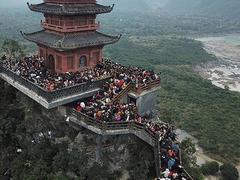 VN's largest pagoda complex beckons spring pilgrims