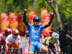Hoài wins again to lead cycling cup