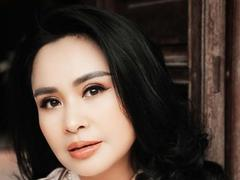 Famous songstress wants to sing with indie bands