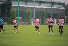 Defender Hậu has first training session after returning to Hà Nội FC