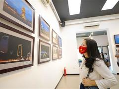 Photo exhibition on ASEAN land, people underway in Hanoi