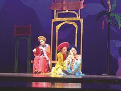 FashiondesignerHoàngtakes partin theatrical world