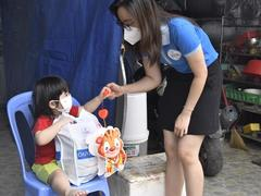 Youth Union delivers mooncakes for children in pandemic zones