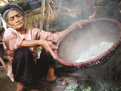 Smoked clay:a decades-old delicacyin Vĩnh Phúc