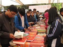 Book fair to feature books on President Hồ