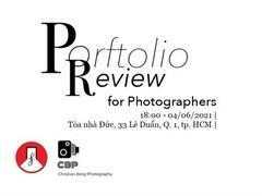 Deutsches Hausholds portfolio review session for photographers