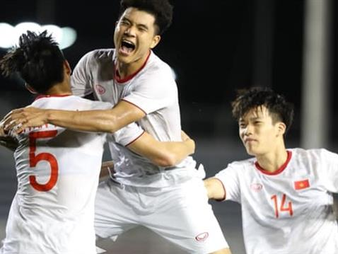 Việt Nam leave it late against Singapore
