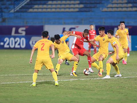 Đại shines to help Viettel reclaim top spot of V.League 1