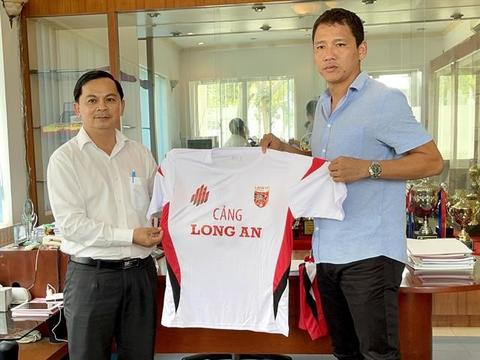 Striker Anh Đức comes out of retirement to join Long An