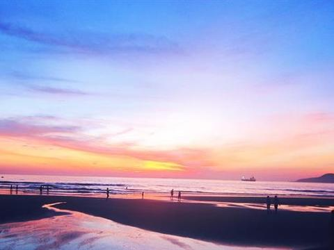 Catch the sunrise in Nghệ An beaches