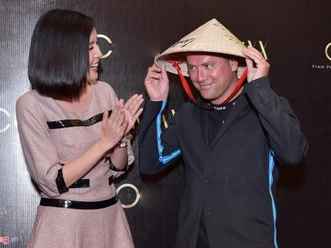 Michael Owen takes catwalk in HCM City