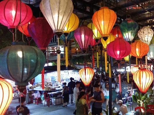 Exploring enchanting Hội An as night falls