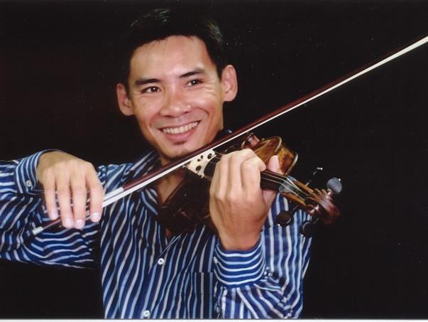 Violinist Nguyên returns to perform in Hà Nội