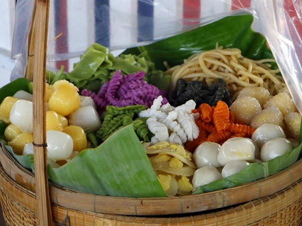 Make your own traditional cakes in Cần Thơ