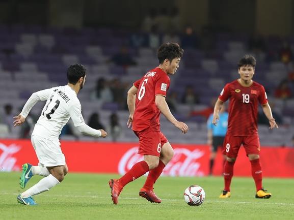Vietnamese football stars earn dream moves