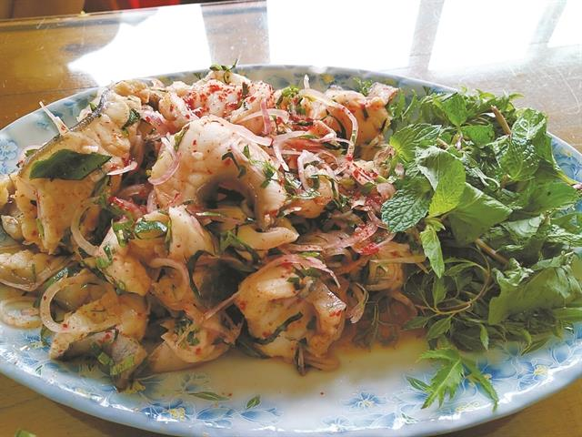Hà Giang delights on a floating restaurant