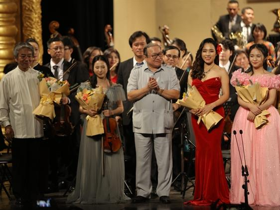 """Symphony concert """"Girls deserve to shine"""" held in Hà Nội"""
